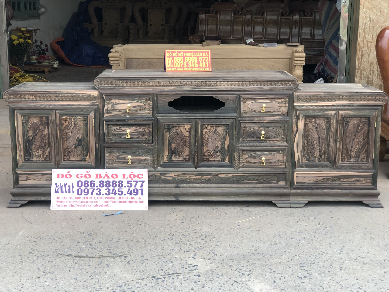 Kệ Tivi Mõ 3 Cục Đồng Tiền 2m4 Gỗ Mun Hoa